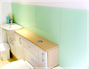peppermint bathroom glass splashback